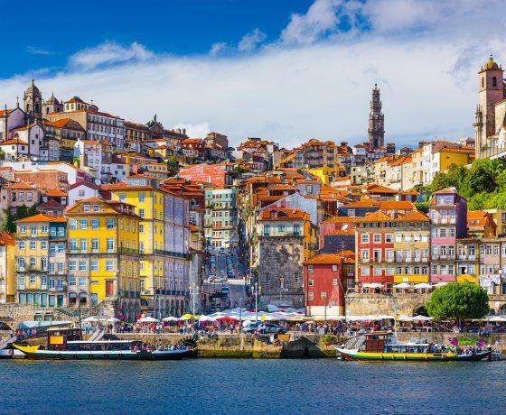 vista della città di Porto dal fiume Duero