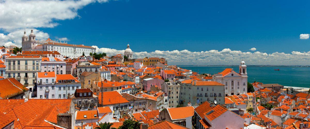 Lisbona vista della città dai tetti